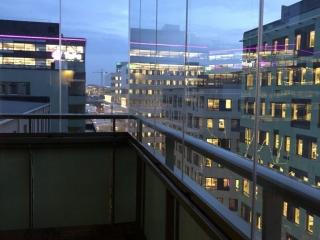 Förläng säsongen på balkongen med NIKA Inglasning – Ramfria glas