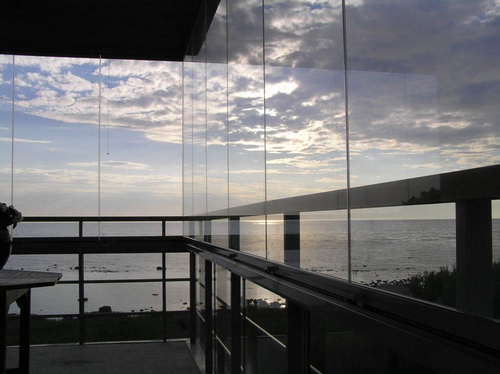 Gotland – Inglasad balkong med underbar utsikt - NIKA Inglasning
