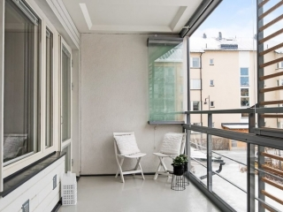 Huddinge Lännavägen – Inglasad balkong – Öppna glasen mot väggen