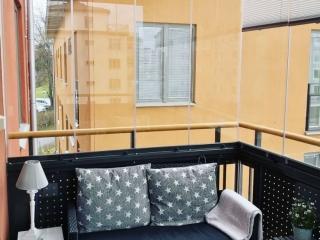 Inglasad balkong Sollentuna – Ramfritt vik-in-system – NIKA Inglasning AB