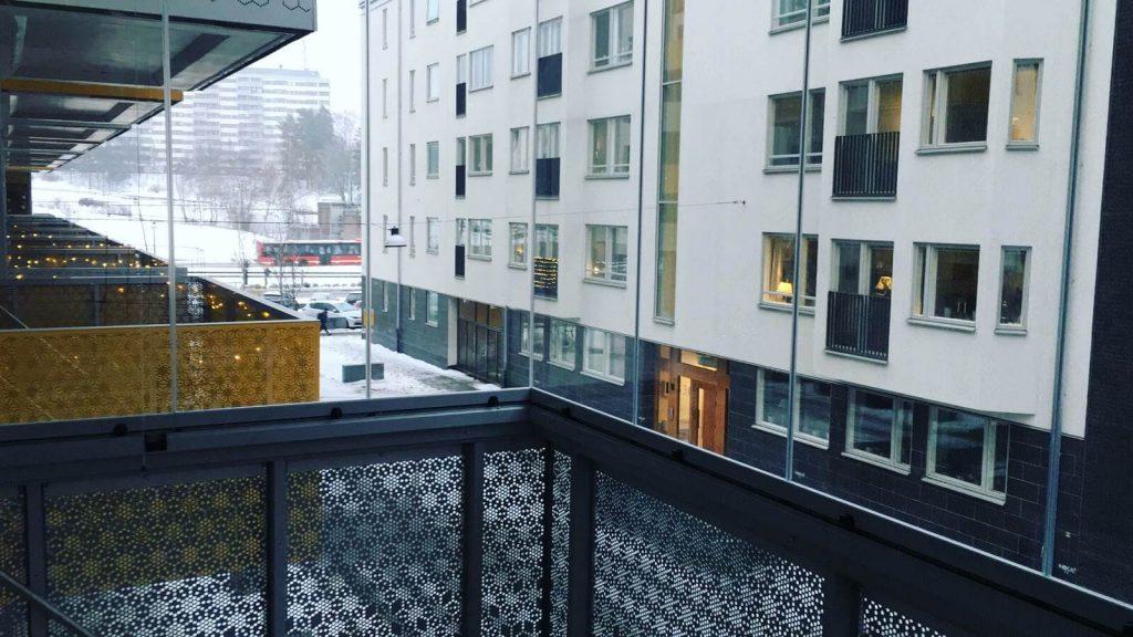 Inglasad balkong Täby – Ramfri inglasning – NIKA Inglasning AB