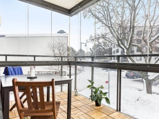 Sundbyberg – Inglasning på glasräcke