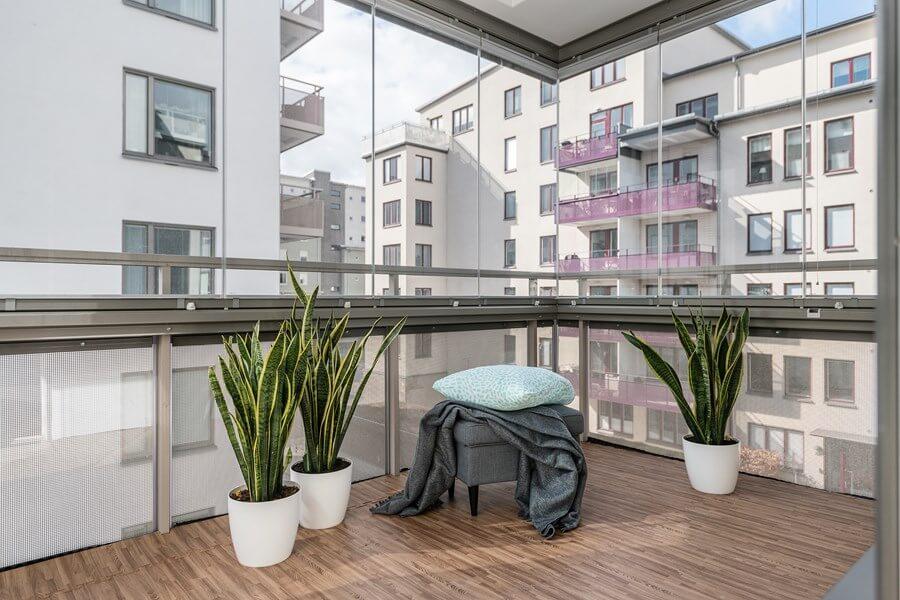 Solna – Gustav IIIs Boulevard – Läcker inglasad balkong