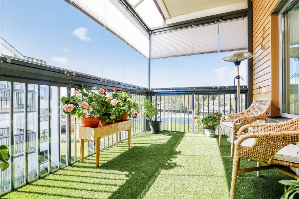 Vallentuna – Tegelbruksgatan – Inglasad balkong NIKA Inglasning AB