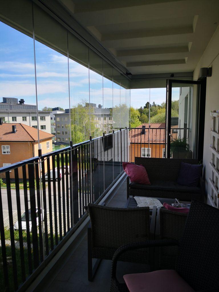 Ramfria glasdörrar invändigt balkongräcket - Inglasat av NIKA